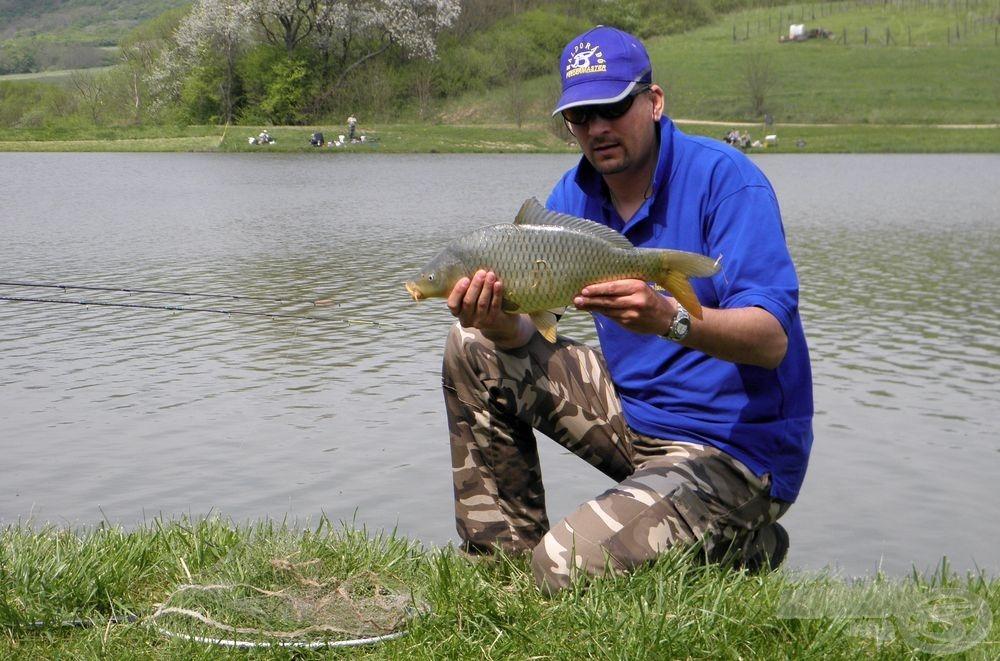 Maximálisan elégedett voltam a mai horgászattal, a hetedik pontyomat tartom kezemben