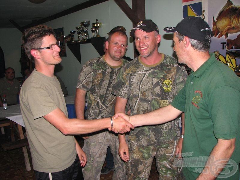 Régi és új barátok találkozóhelye volt a Tőzeg-tó a verseny alatt