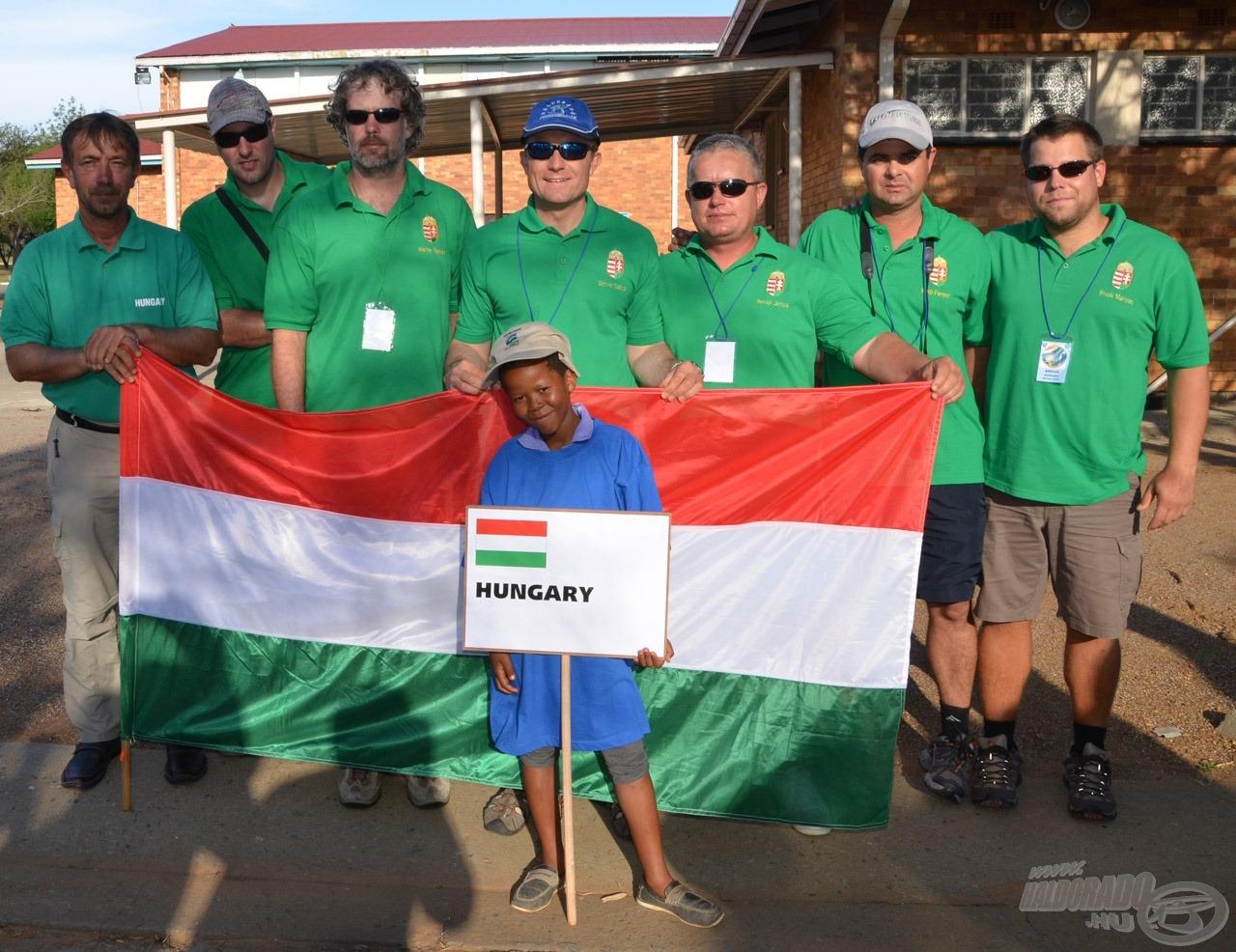 A Feeder Világbajnokságon induló magyar csapat felsorakozott a megnyitóhoz