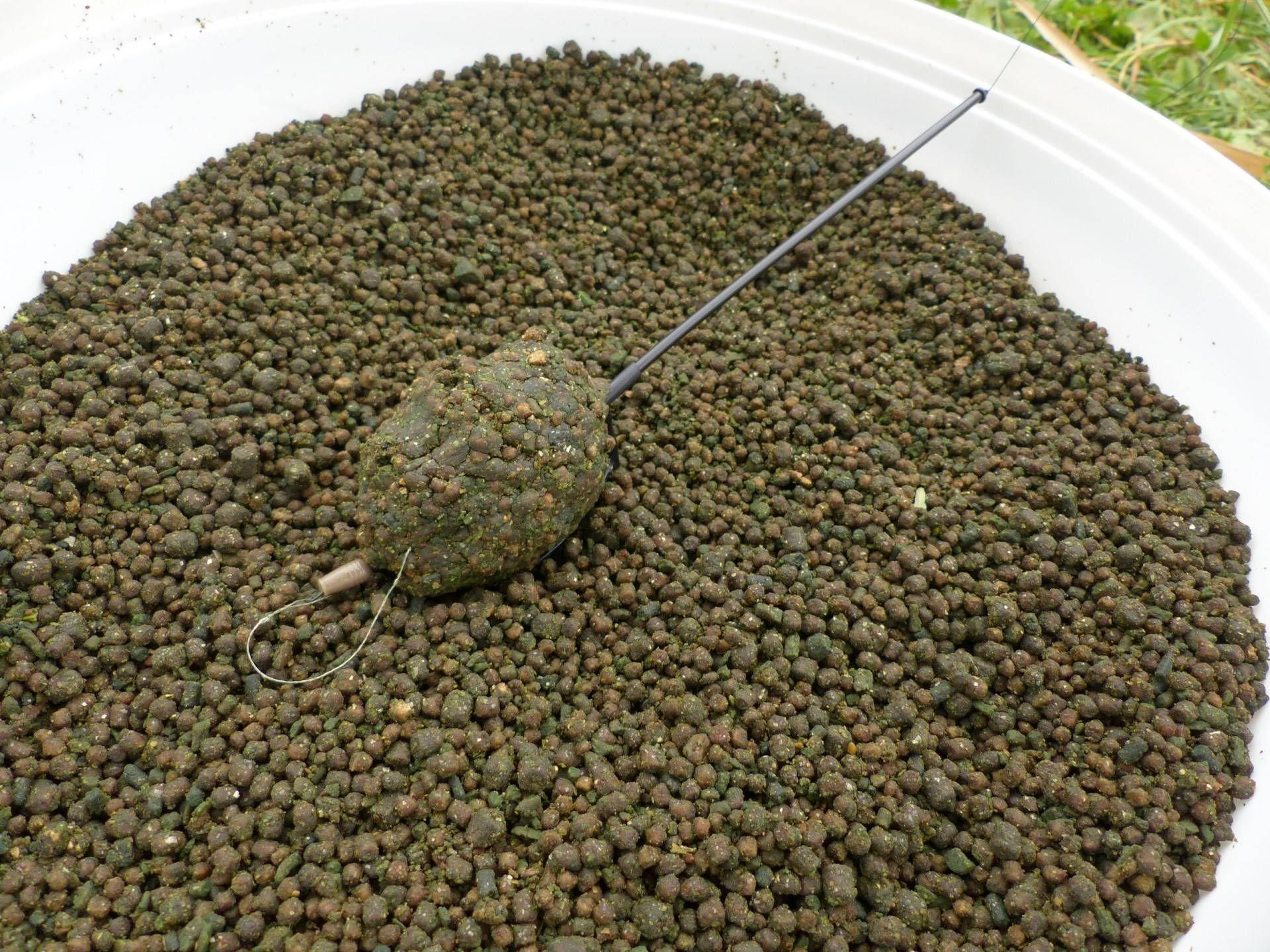… végezetül egy kellően nagy gombócot formázva készült el a bevetésre váró végszerelék