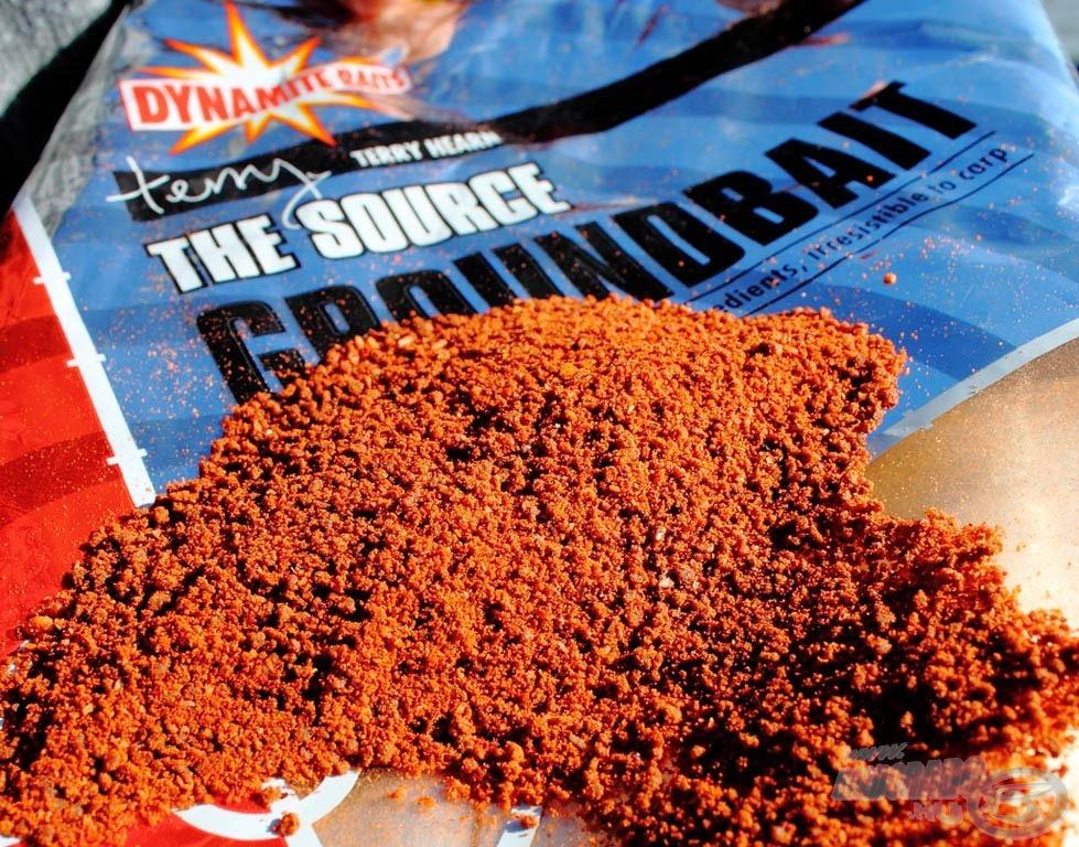 A The Source etetőanyag egy kimondottan finom szemcséjű, nagy mennyiségű apróra őrölt pelletet és magokat tartalmazó halas, célzottan pontyhorgászatra fejlesztett etetőanyag