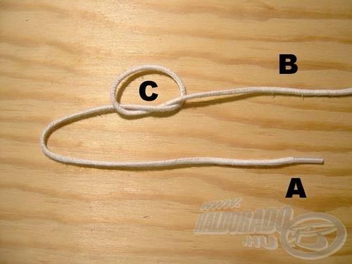 Kössünk egy egyszerű csomót (C), a (B) szálvégre.