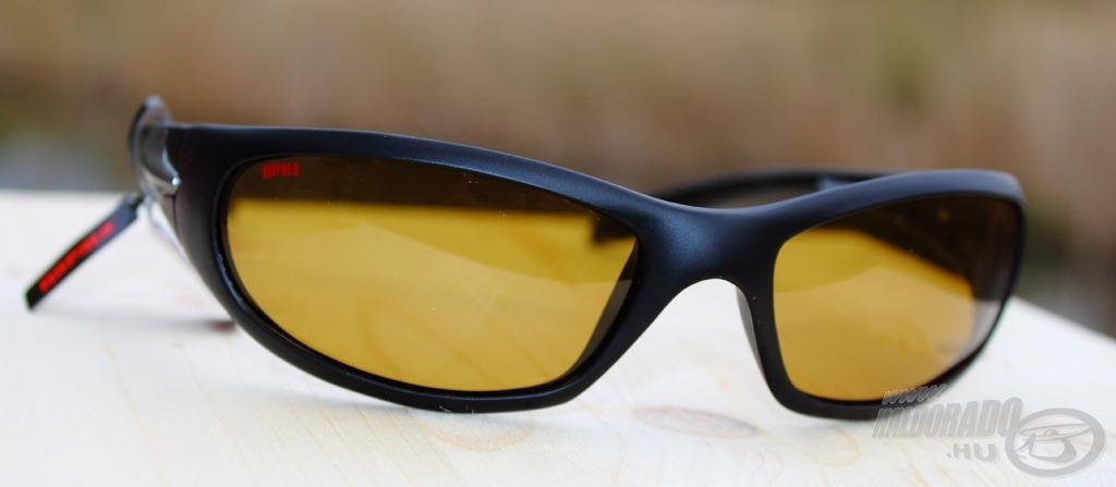 Nem hétköznapi színű lencsével látták el a Sportsman's 004C szemüveget!