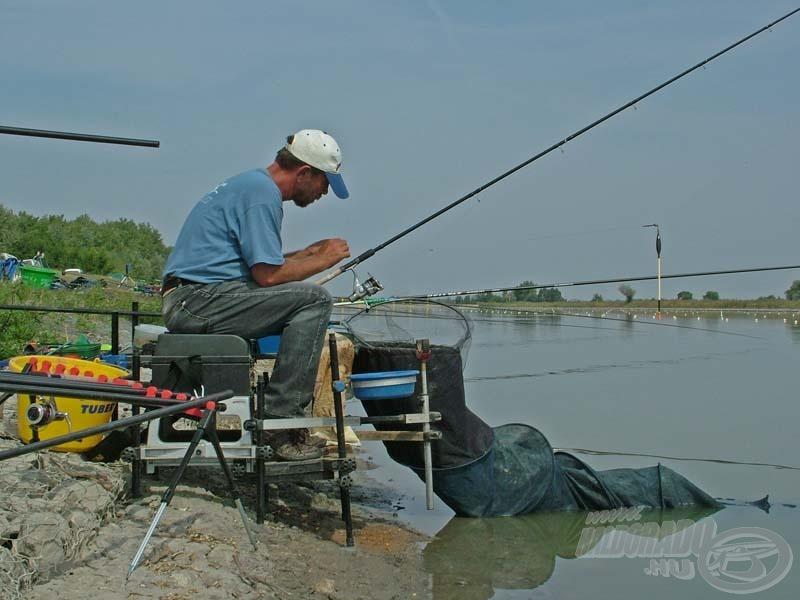 Erdei Attila ismét csodálatos horgászatot mutatott be. A 3 órás versenyt gyakorlatilag végig matchbotozta