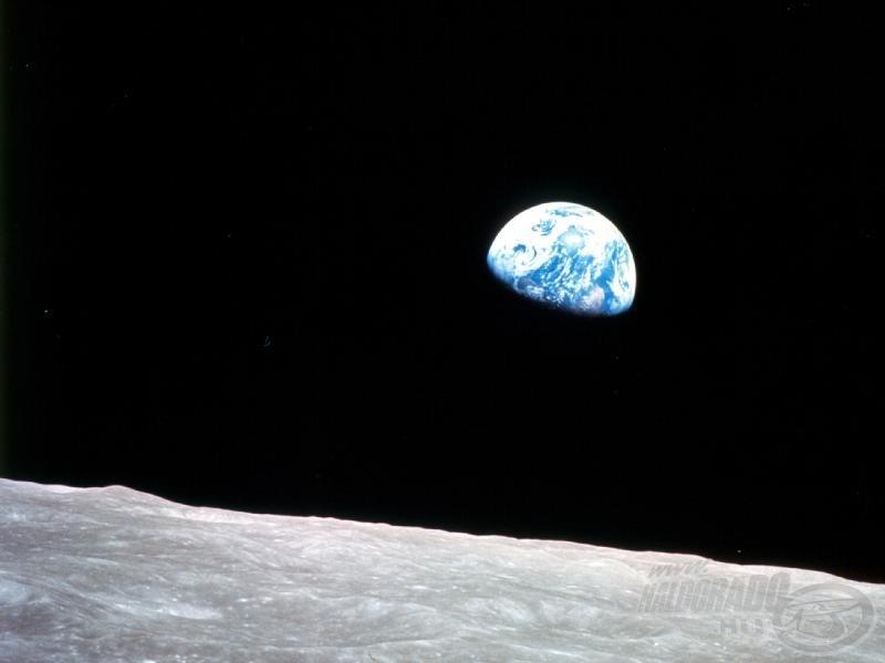 Földfelkelte a Holdon