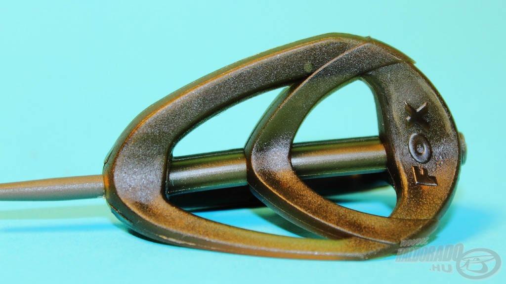Masszív, erős szerkezet és kiváló aerodinamikai forma jellemzi a Fox Compact Carp Feeder kosarat