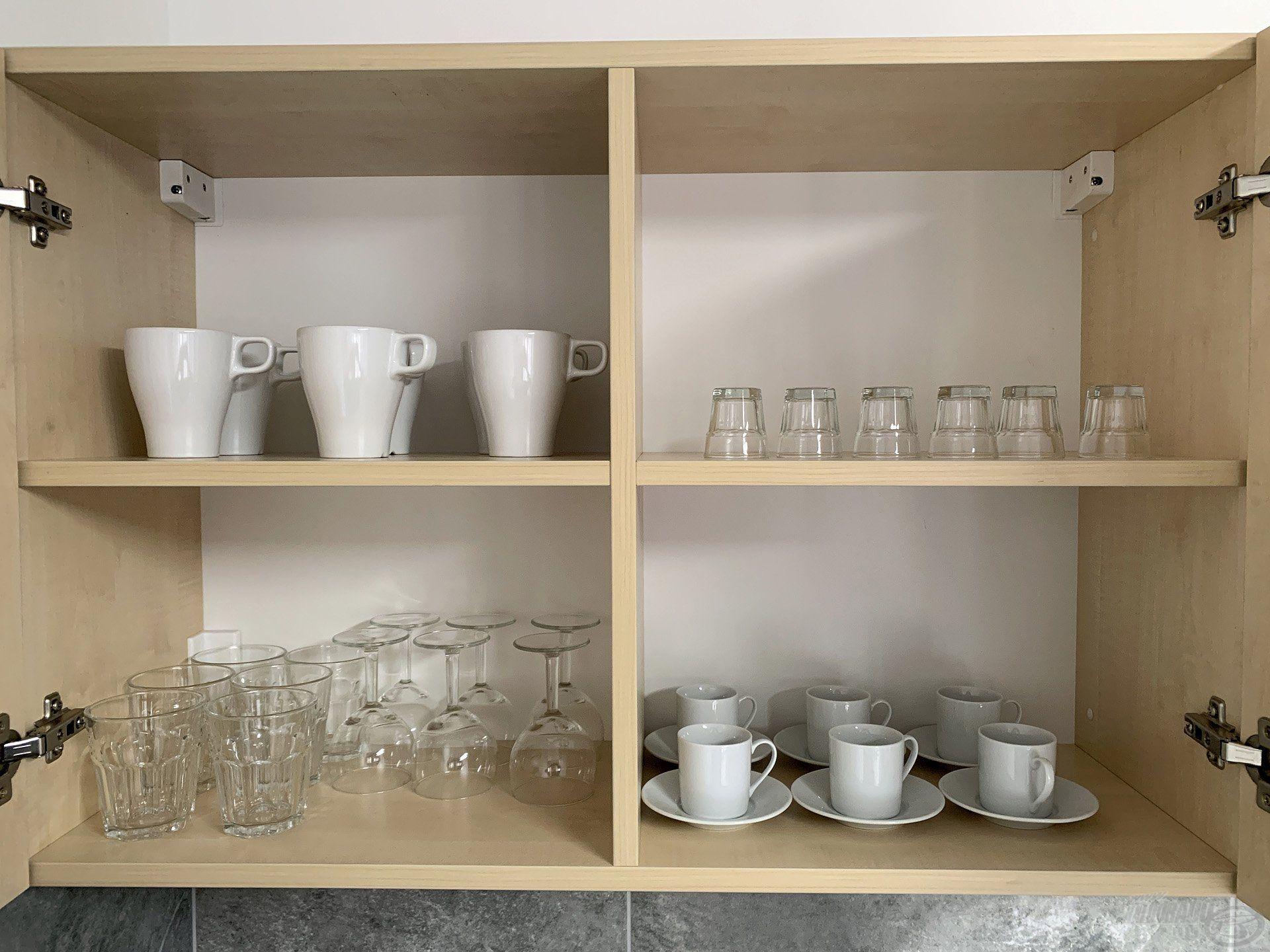 … poharak és csészék…