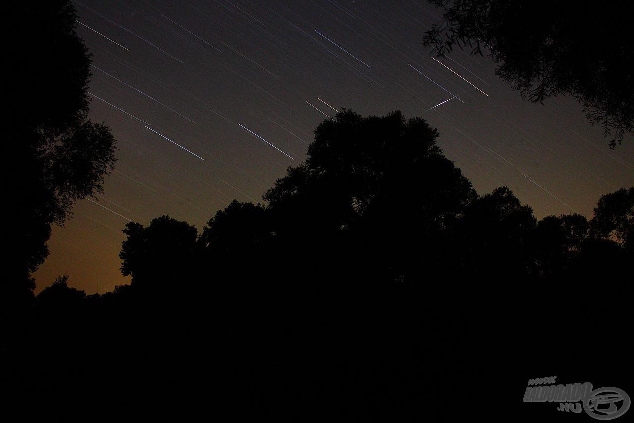 Éjszakai kép hullócsillaggal