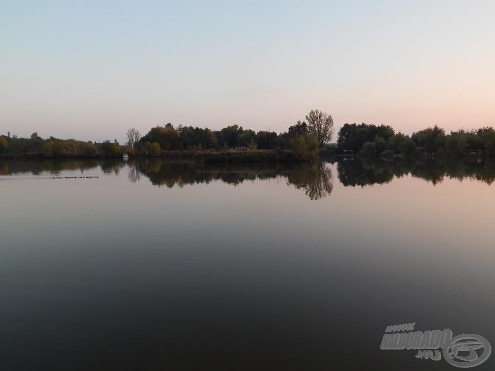 A tó közepén található szigetecske bal szélét választottam etetési helyül