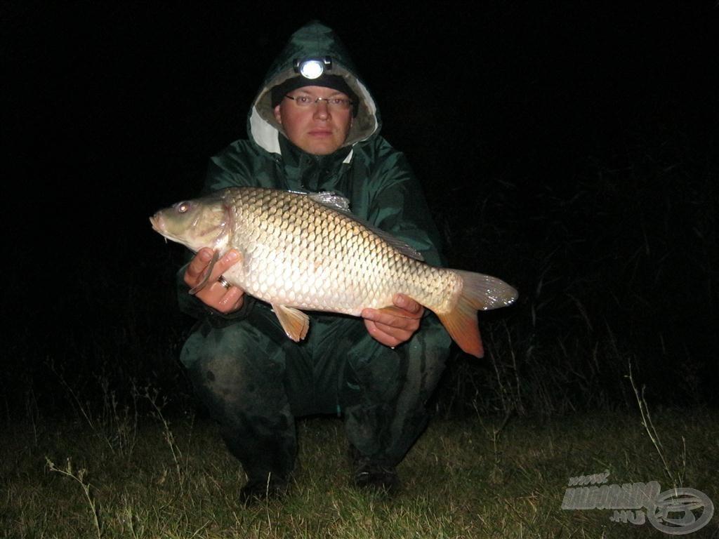 Az ilyen méretű halak nem okoznak semmilyen nehézséget ennek a feederbotnak!