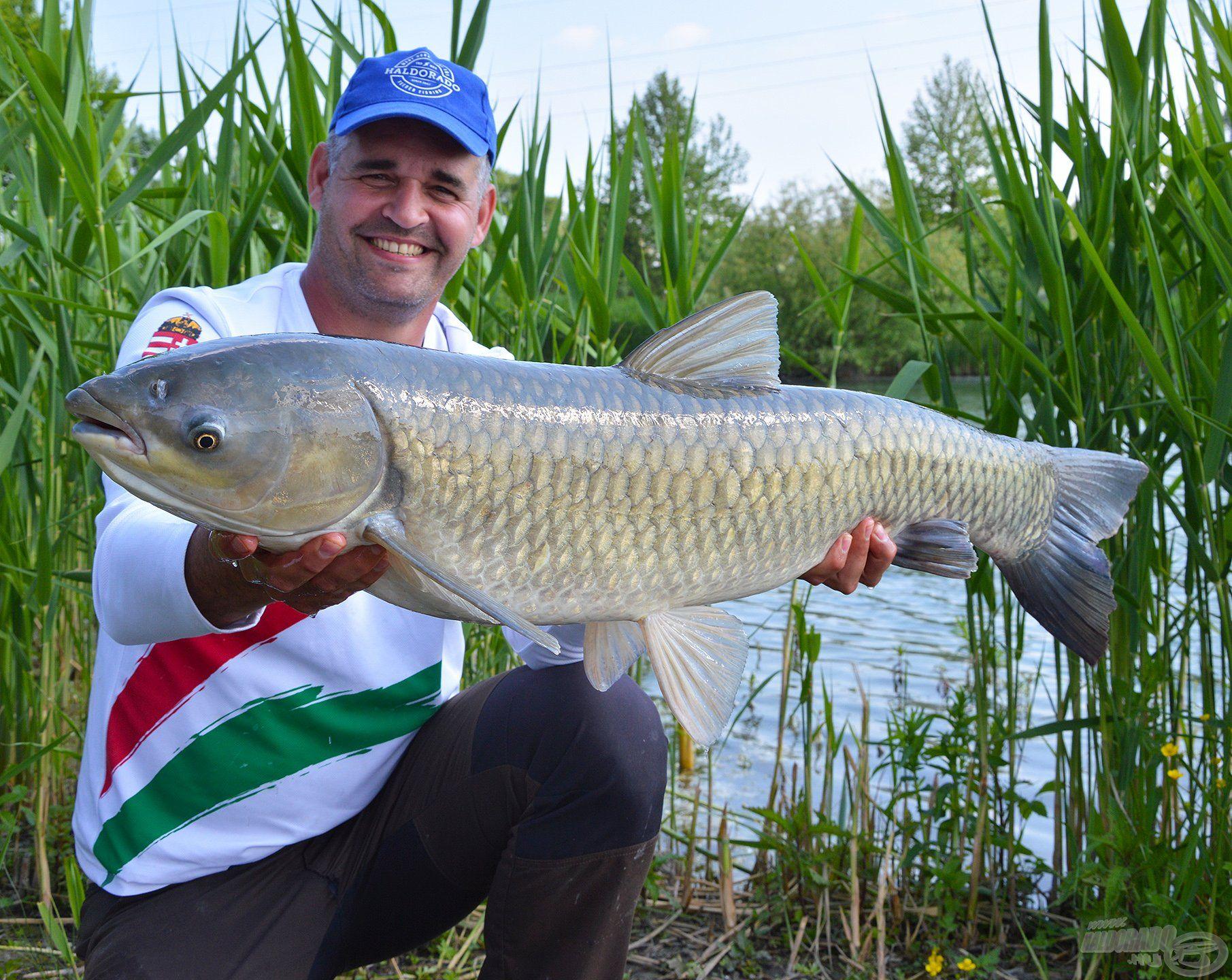 Sipinek is gyönyörű halakat tartogatott a tó mindjárt az elő találkozás során!