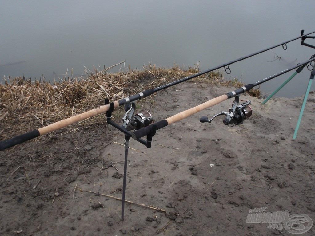 Két egyforma hosszúságú feederbottal nem mindig kényelmes horgászni, de az egyiket előrébb, a másikat hátrébb elhelyezve már garantáltan nem akadnak össze a botok spiccei