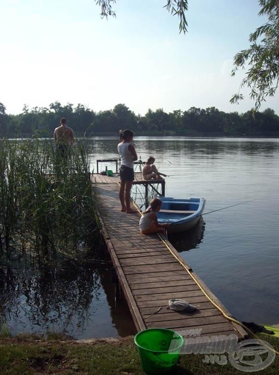 Mindenki horgászott