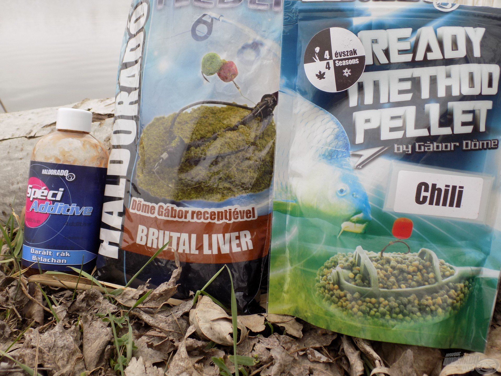 A Haldorádó TMF - Brutal Liver etetőanyag tökéletes kiindulási alap lehet minden hideg vízi horgászat során, a SpéciAdditive család Belachan (Darált rák) ízesítésű tagja pedig drasztikusan orrfacsaróvá varázsolja az etetőanyag aromáját, ízét, amiért a halak rajongani fognak. A másik kosaramba egy újdonság került, a Ready Method Pellet - Chili