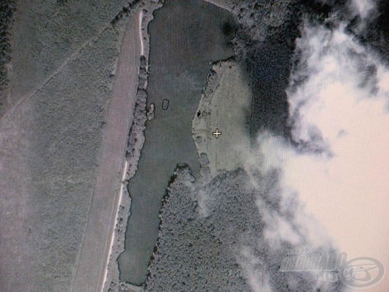 Miháldi-tó madártávlatból és a hely, ahonnét bevetettem a feedert, illetve ahova etettem