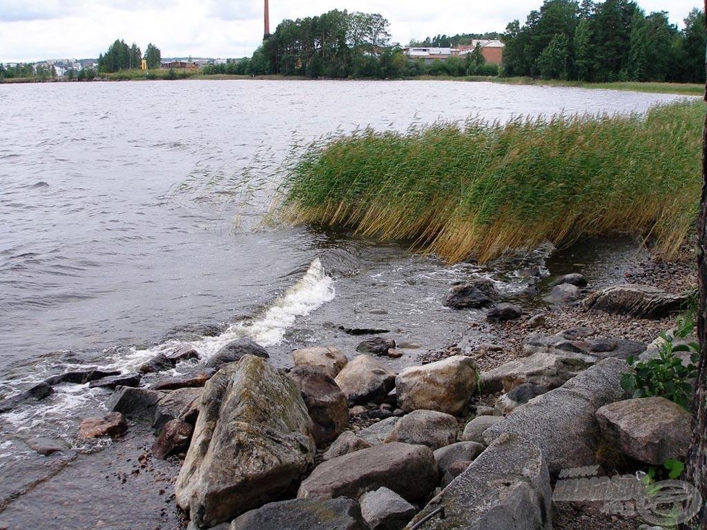 Az erős szél jelentős méretű hullámokat korbácsol
