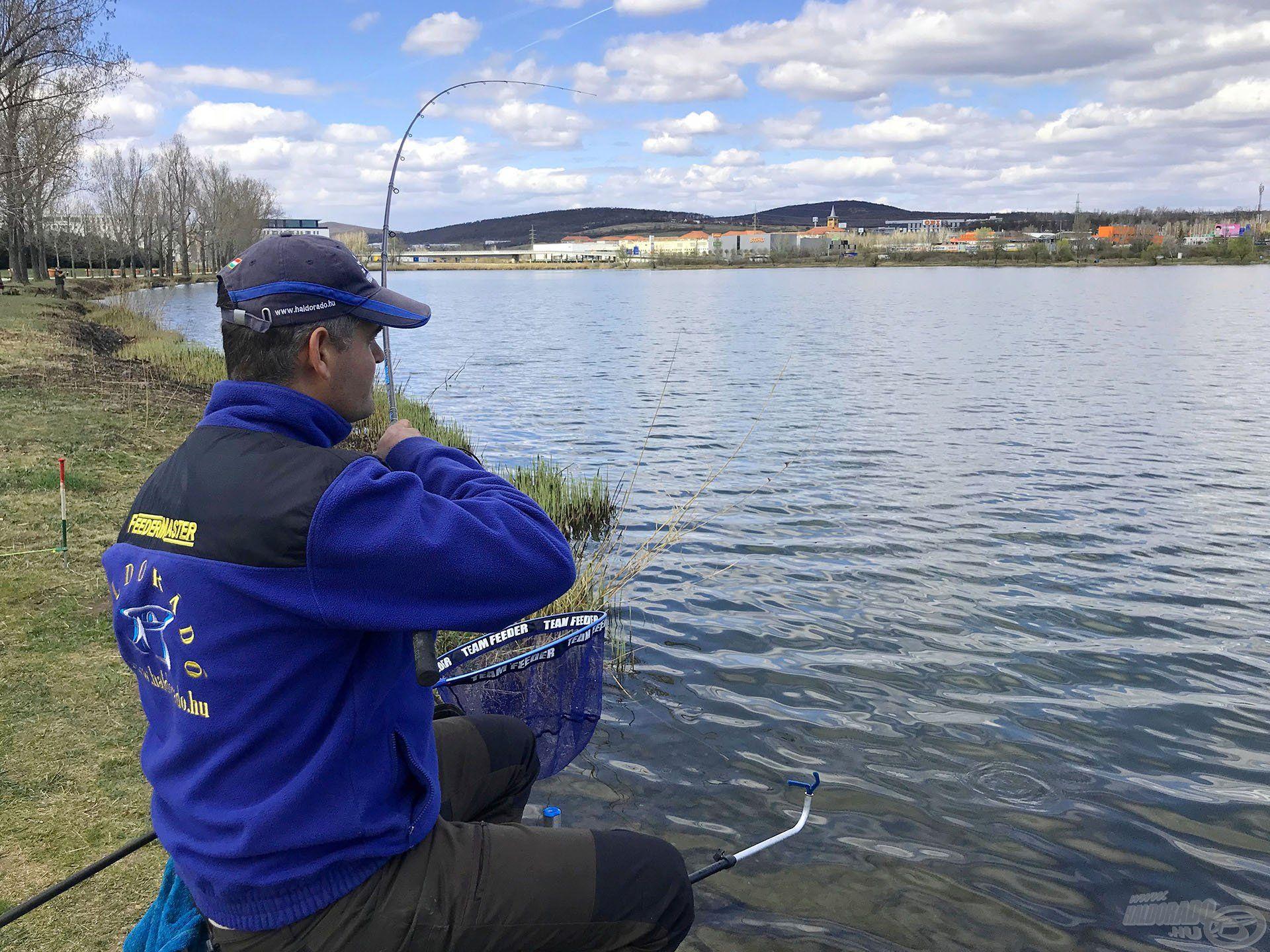 A Törökbálinti Horgásztó kitűnő edzőpálya, mert nagy víz, nagy légmozgással és sok-sok hallal