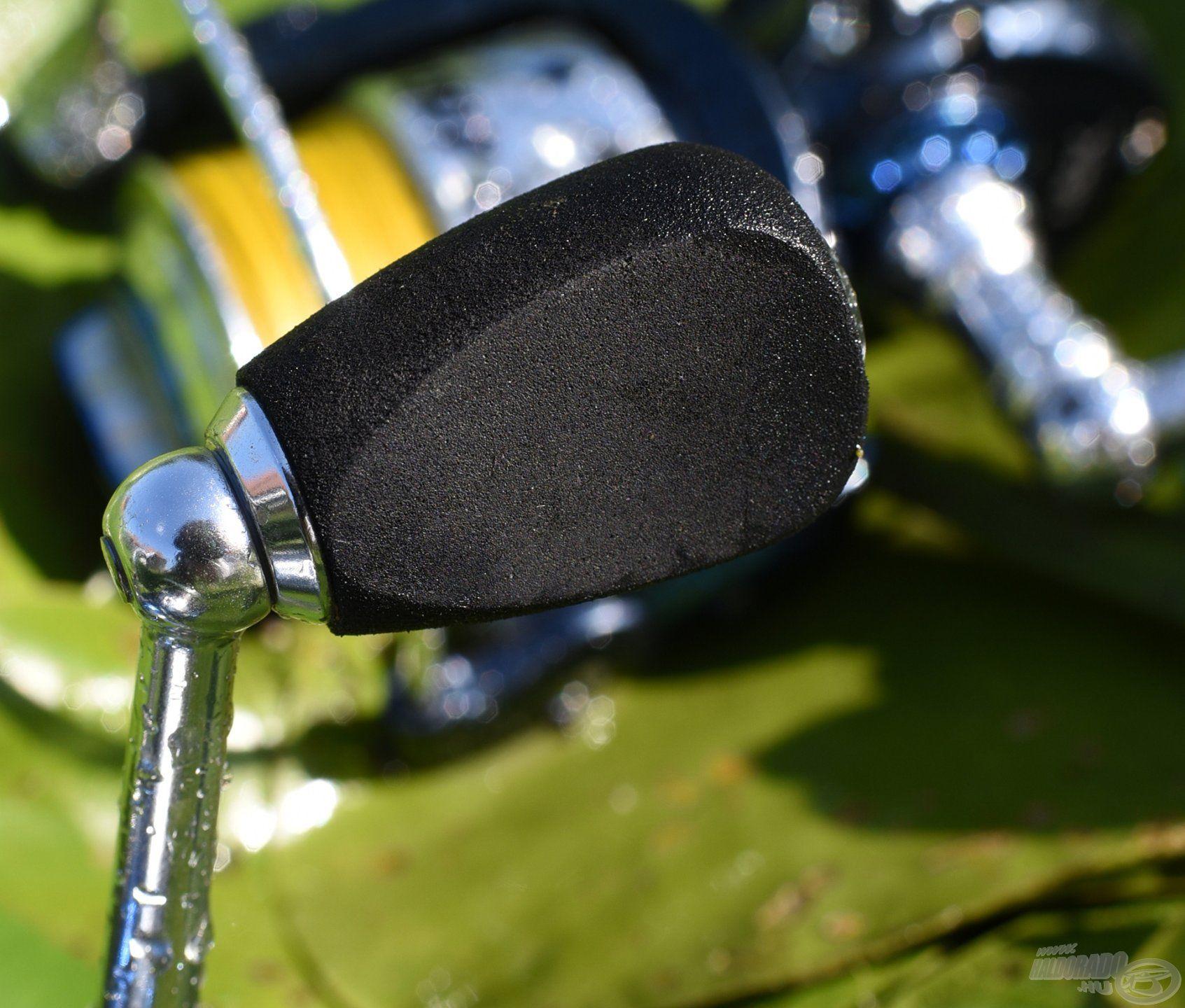 A hajtókar fogója a télen is kényelmes fogást biztosító EVA anyagból készült, ami rendkívül kézhez álló