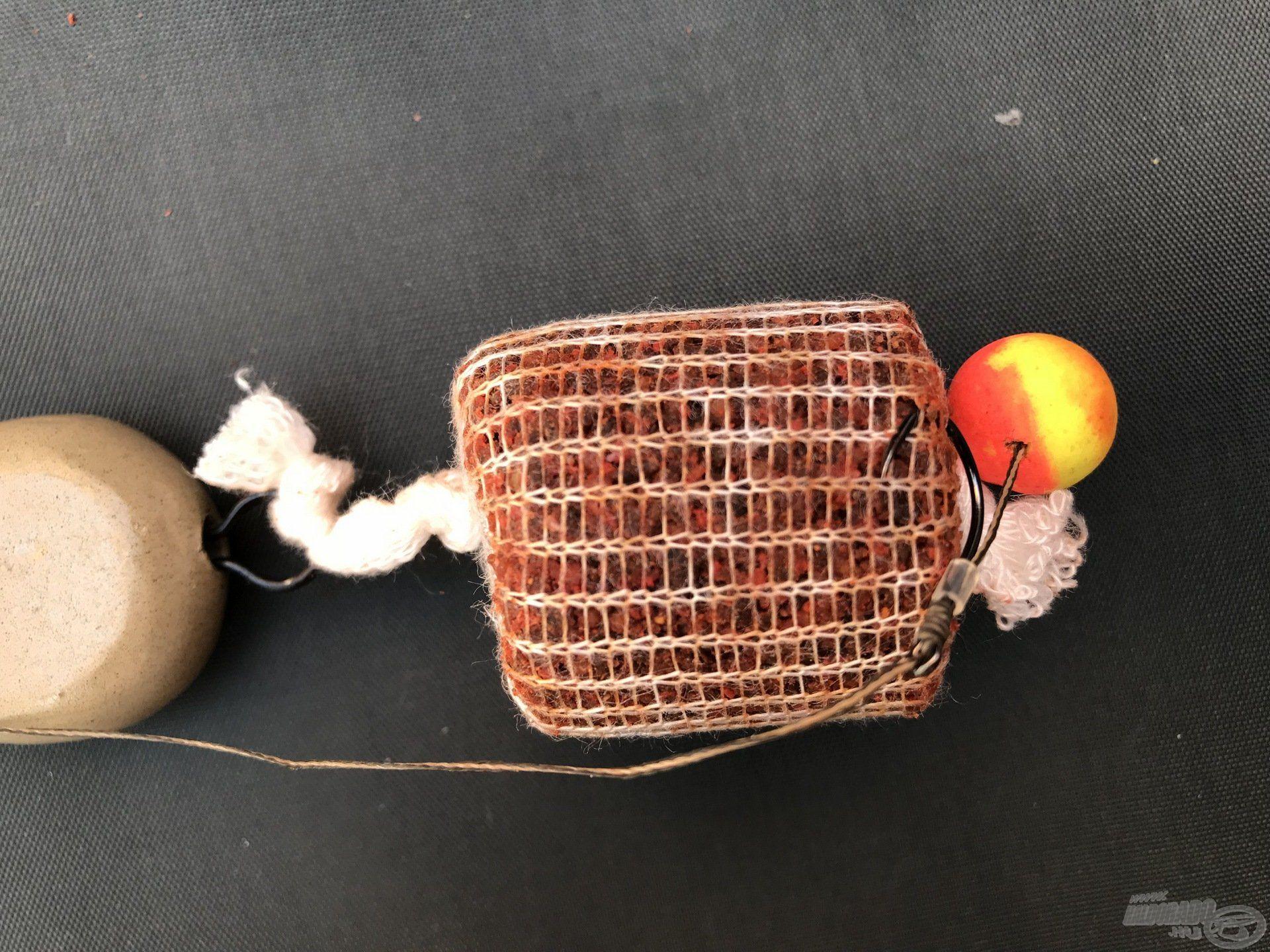 Tipp: Ha a felcsalizott horgot beleakasztjuk a hálóba, garantáltan nem tud gubancolódni a horogelőke dobás közben