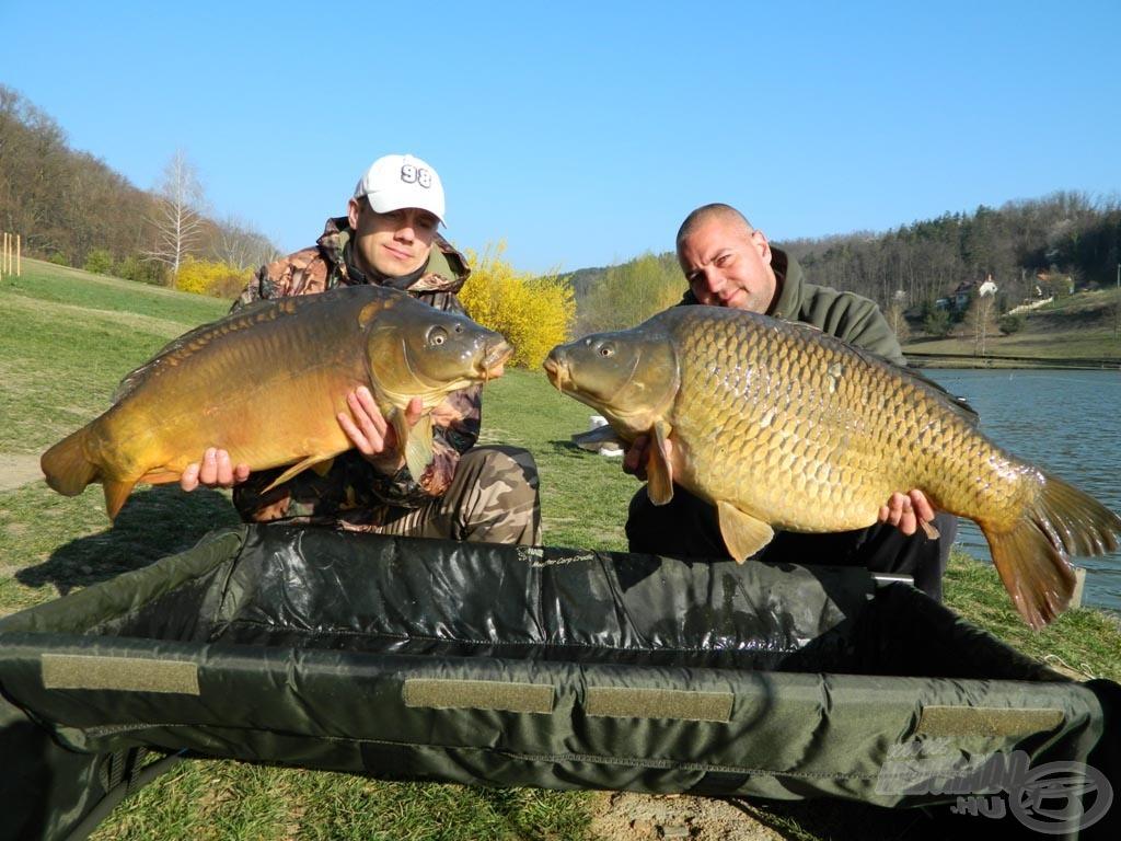 Közös fotó Mikivel, a két hal súlya majdnem 30 kg