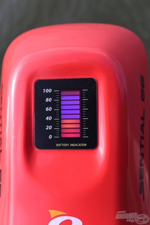 A kijelző pontosan mutatja mennyi energiánk maradt, 40%-nál nem véletlenül van piros jelzés, ott ugyanis már vészesen fogy a megtehető távolság