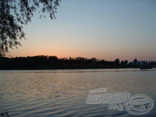 Minden tó megszépül naplementekor