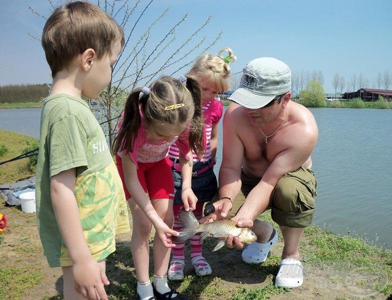 Ugyan nem nagy, de gyönyörű halakra csodálkozhattak a gyerekek