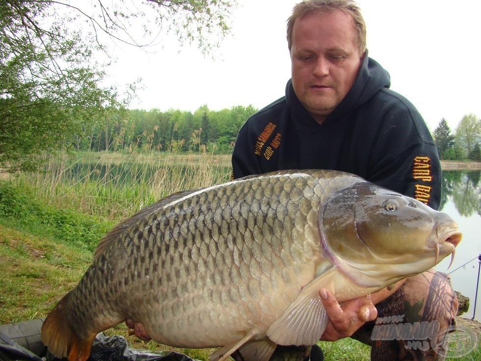 A horgásztúra legnagyobb hala, 27 kg, dupla 16 mm-es Squid Magic