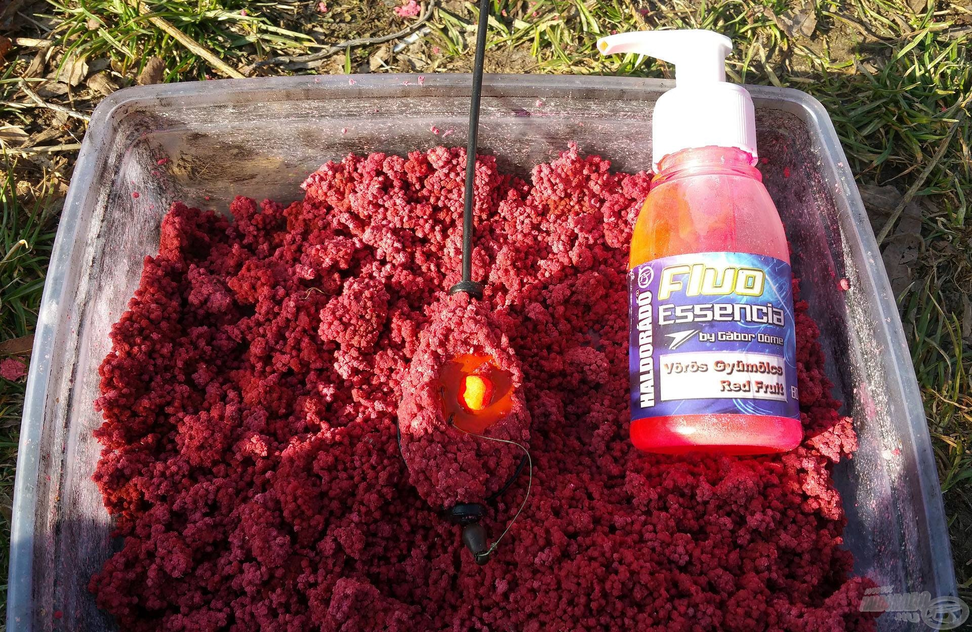 Elsőként a Vörös Gyümölcs pellettel próbálkoztam, amihez egy pici sárga Vörös Démon csalit tettem