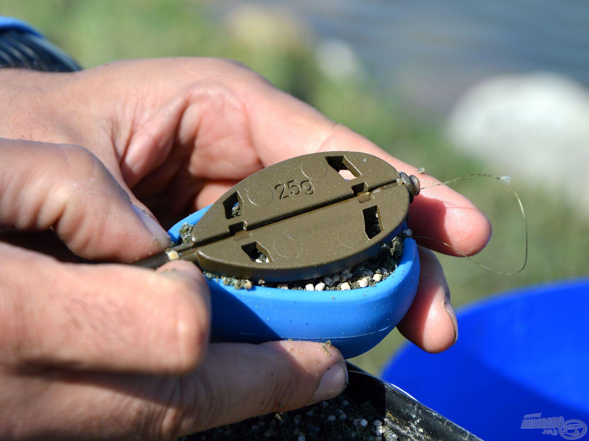 A szilikon töltőszerszám lehetővé teszi, hogy a nyomás erősségével szabályozzuk a gombóc oldódási idejét