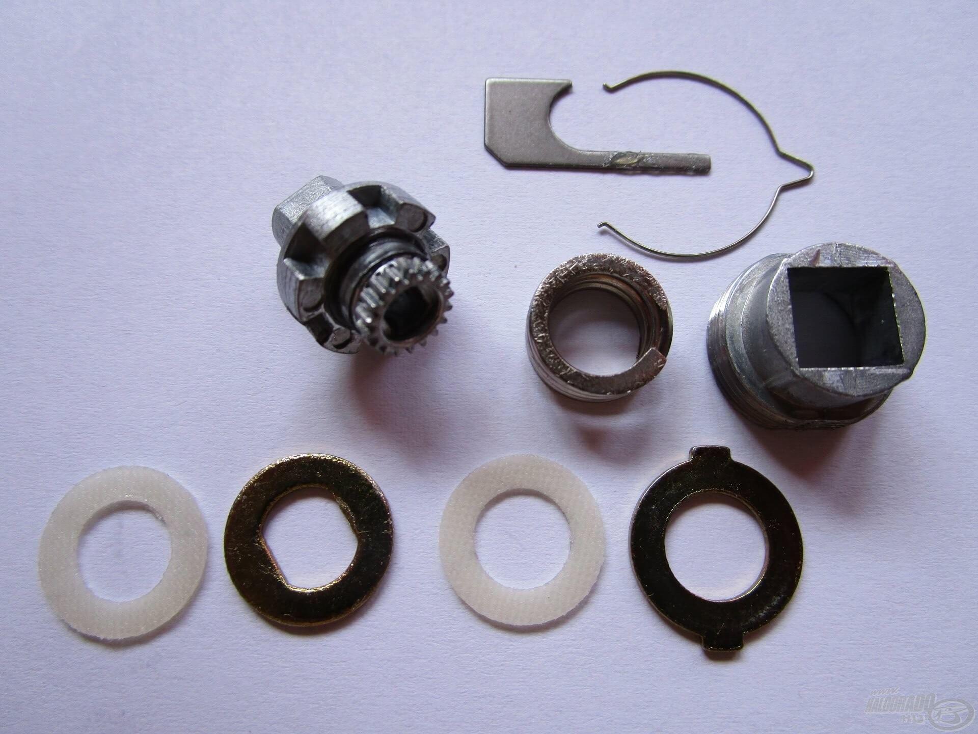 A nyeletőfék precíz működése is a minőségi alkatrészeknek köszönhető. Egy speciális alakú fémrugó adja a tekerőgomb hangját, ami nem fog elkopni, tehát időtálló megoldás