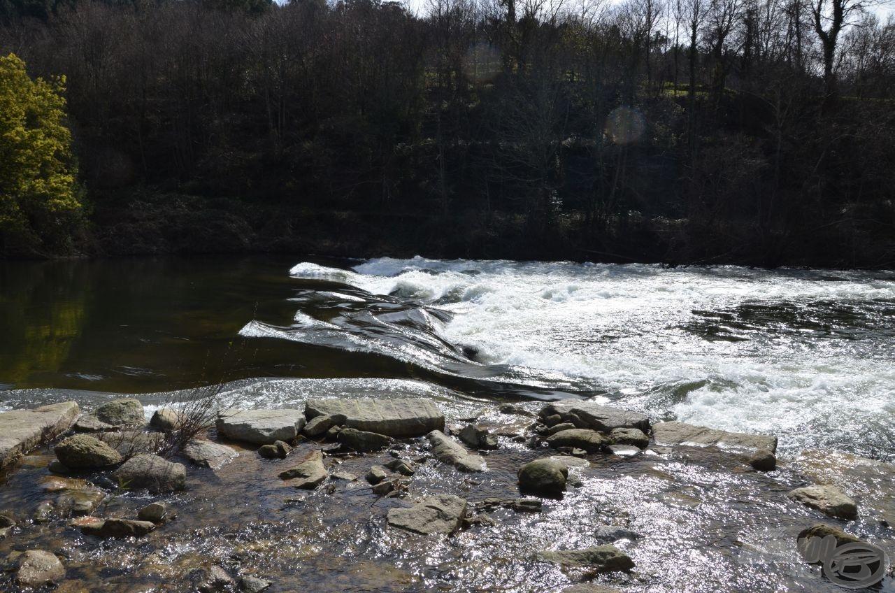 A szakasz felső határán egy újabb zubogó lassította a vizet