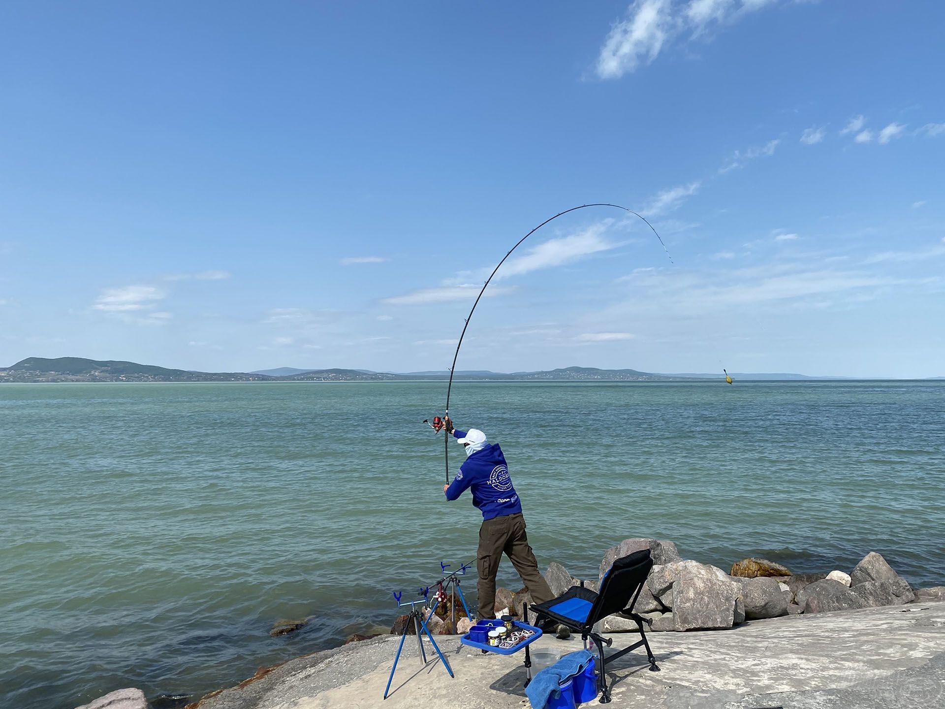 A 100 méter itt is a beugró, hogy halat lehessen fogni! Az új kosarakkal a végszerelék gyakorta sokkal távolabbra ment, még a váltakozó erejű és irányú szélben is