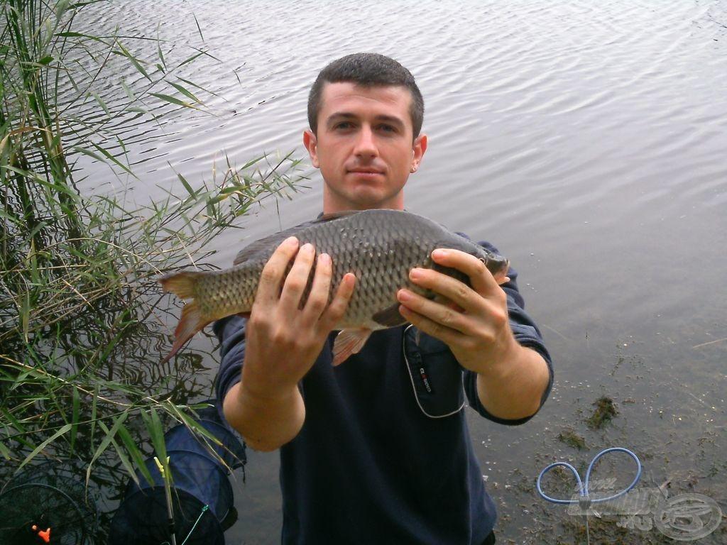 Büszke horgász a pontyával