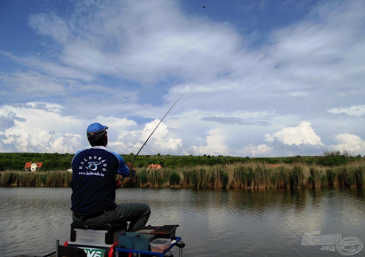 A nagyméretű kosár a horgászat elején fent szokott maradni, egészen addig, míg fel nem pörög a halfogás üteme