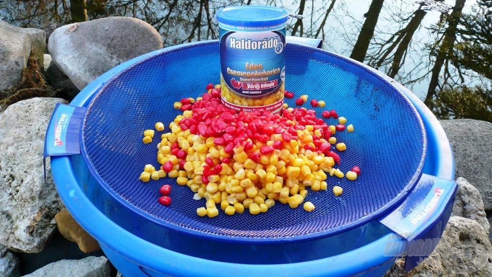 Mielőtt a kukoricákat hozzákeverjük az etetőanyaghoz, jól le kell csöpögtetni, különben a megnövekedett folyadékmennyiség megváltoztathatja a keverék állagát!