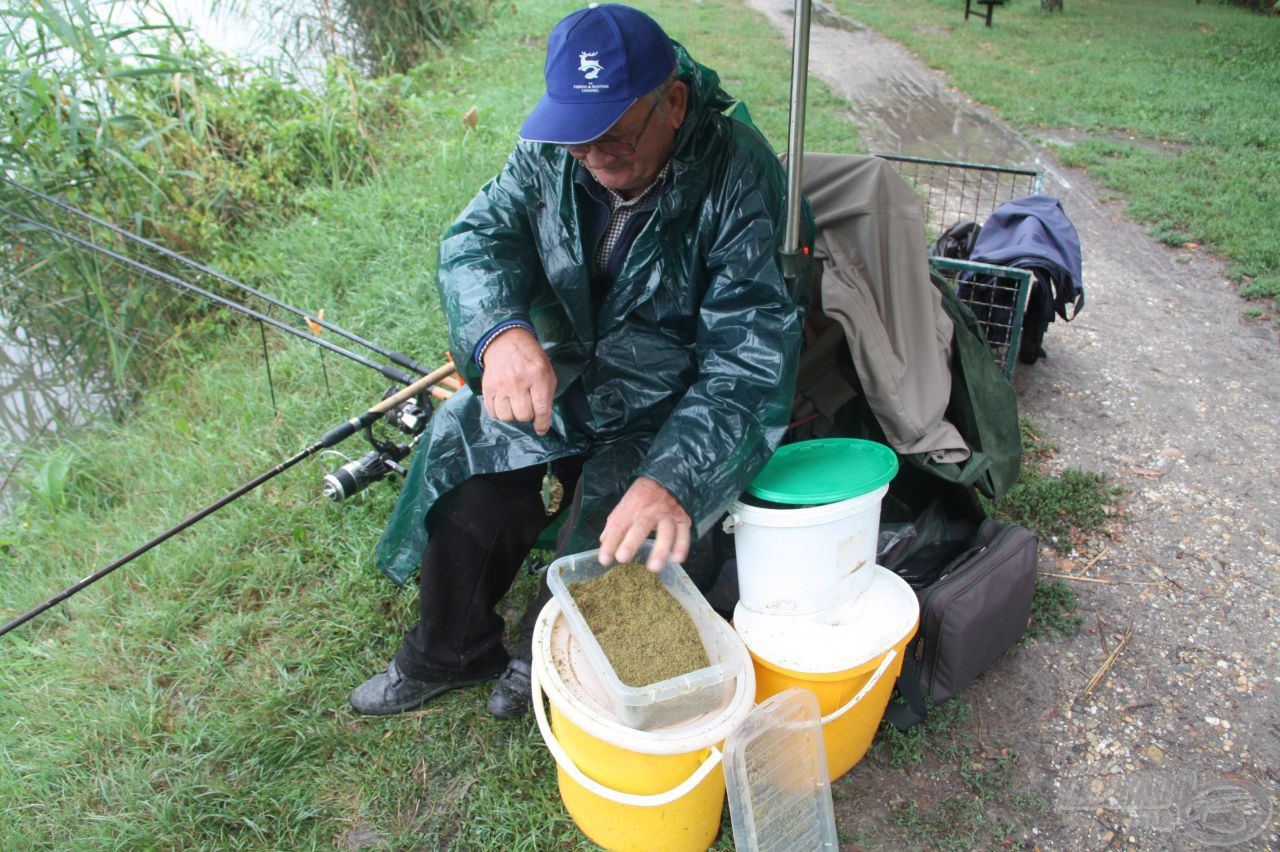 A method technikát használja a rangidős horgászunk is