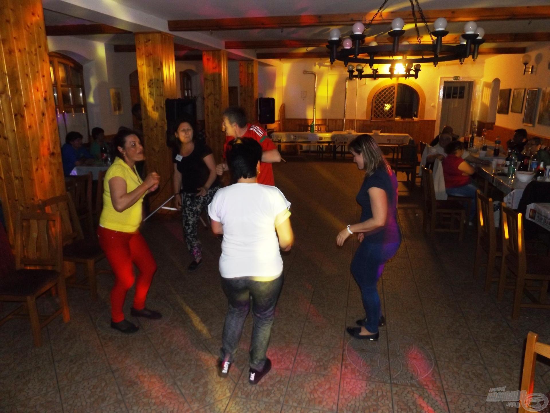 A vendégseregben is voltak táncos kedvűek