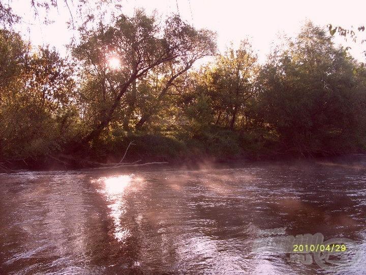 Napfelkelte a folyón
