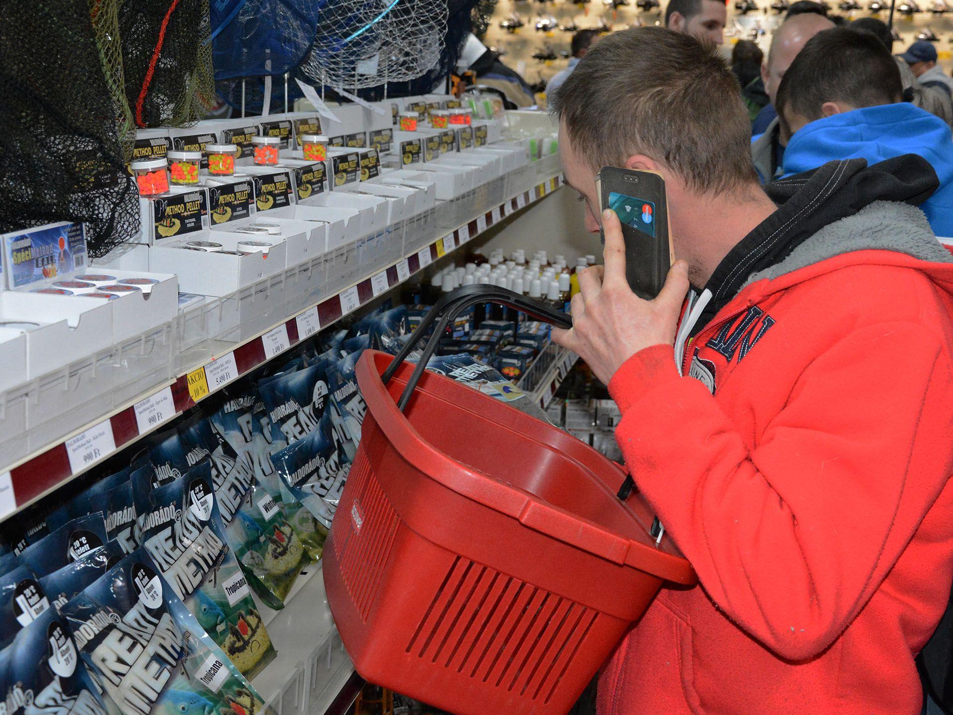 Telefonos segítség, melyik cimborának mire lesz szüksége