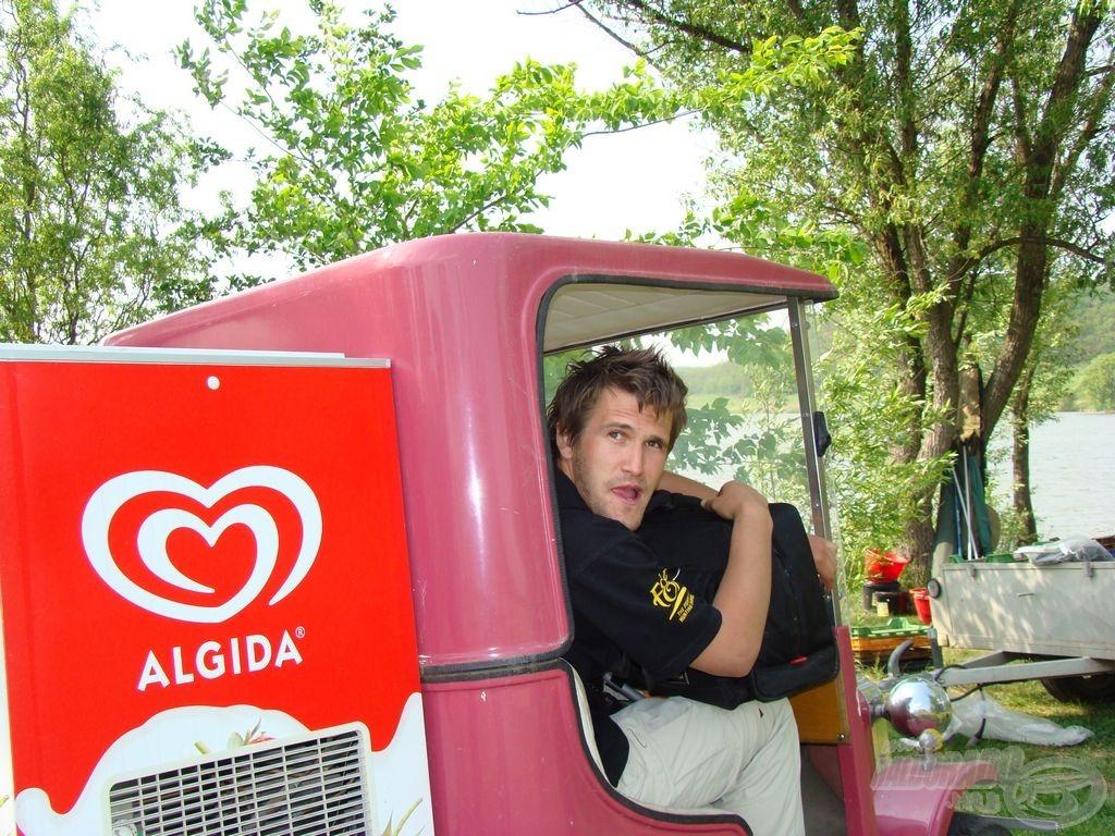 Startol a stáb szolgálati autója:)