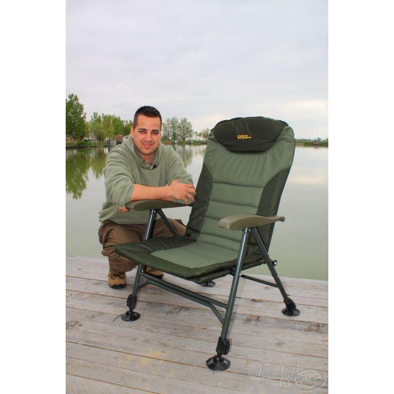 CARP ACADEMY Luxxus Pontyozó fotel